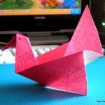 Розовая чайка на воде