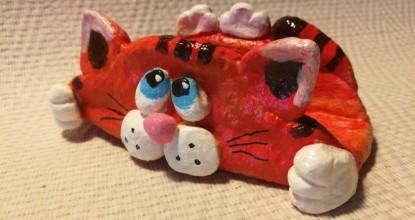 Кот — подставка для телефона