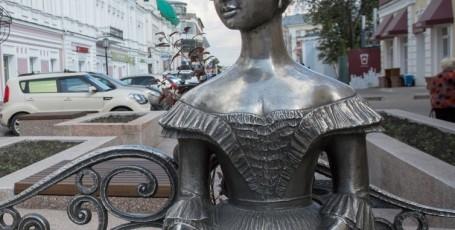 Достопримечательности Омска — памятник Любочке